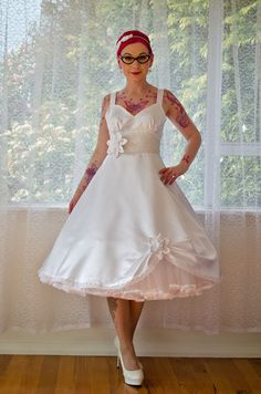 1950s 'Cecilia' Pin up Wedding Dress with by PixiePocket on Etsy Rockabilly Wedding Dresses, Polka Dot Wedding Dress, Wedding Dress Organza, Couture Wedding Gowns, Tea Length Wedding Dress, Colored Wedding Dresses, Modest Wedding Dresses, Perfect Wedding Dress, Boho Wedding Dress
