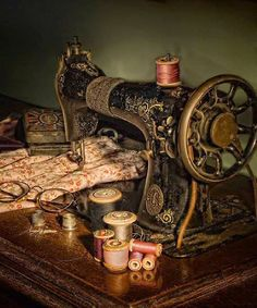 I ❤ vintage sewing items . . .  Vintage sewing machine ~By Alf Caruana