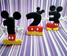 Vela feita em Biscuit no Tema Mickey. Deixe a festa do seu filho com a cara do ratinho mais amado do mundo! Esta linda peça artesanal deixará sua festa completa e encantadora! Acompanha base acrílica e pavio mágico! Preço referente à unid. Fabrico todos os numerais no Tema Mickey.