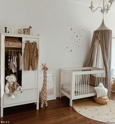 Kinderzimmer: Betten, Betthimmel, Baldachin und Co Cuteness Overload! The little ones can only feel Baby Bedroom, Baby Boy Rooms, Baby Room Decor, Baby Boy Nurseries, Nursery Room, Girl Nursery, Girl Room, Kids Bedroom, Vintage Nursery Decor