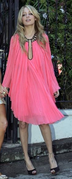 Who made Nicole Richie's pink dress and black shoes?