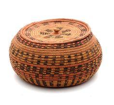 Africa | Lidded basket from Rwanda | 20th century