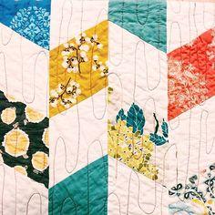 🎨 #quilting #handmade #amybutler #joeldewberry #artgalleryfabrics #joannfabrics