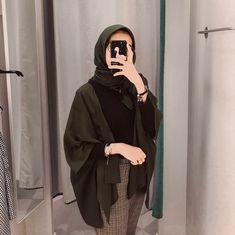C - hijab outfit Hijab Casual, Modest Fashion Hijab, Modern Hijab Fashion, Street Hijab Fashion, Hijab Chic, Muslim Fashion, Casual Outfits, Fashion Outfits, Ootd Hijab