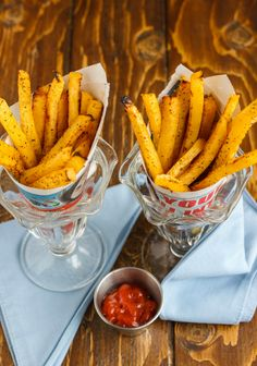Use leftover rutabaga to create these rutabaga fries. Healthy, vegan, and gluten-free, they are also a great alternative to the same old sweet potato fries. Ketogenic Recipes, Low Carb Recipes, Vegan Recipes, Cooking Recipes, Vegetable Dishes, Vegetable Recipes, Rutabaga Recipes, Turnip Fries, Side Dishes