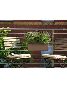 Plus qu'un simple pot de fleurs, la balconnière Balconera Color MuscadeLechuza est un bel objet de décoration. https://www.jardin-concept.com/p-balconniere-balconera-color-muscade-82-4614.html