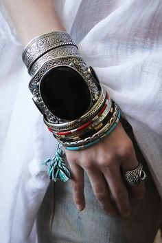 TatiTati Style ❀ Bracelets Loving the large one in the center with the bangles on either side. Big trend in spring/summer 2014 fashion forecasts. Ethnic Jewelry, Boho Jewelry, Jewelry Box, Jewelry Bracelets, Jewelry Accessories, Fashion Accessories, Fashion Jewelry, Bangles, Jewellery