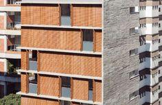Assinado por Studio mk27 + Carolina Castroviejo, projeto do edifício residencial V_Itaim, em São Paulo, mostra respeito ao entorno e cuidado com materiais | aU - Arquitetura e Urbanismo