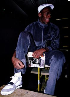 25 Photos of Michael Jordan in Awesome Non-Air Jordan Sneakers Nba Pictures, Basketball Pictures, Sports Basketball, Basketball Players, Nba Players, Mike Jordan, Michael Jordan Basketball, Air Jordan Sneakers, Jordans Sneakers