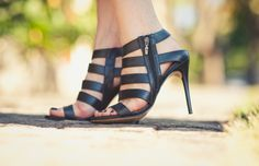 Sandália http://shop.corello.com.br/sandal-boot-tiras-black-5274.aspx/p