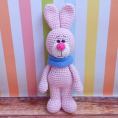 Let's crochet a honey bunny wearing a beautiful soft snood! The crochet toy is about 18 cm tall. The amigurumi pattern is FREE!
