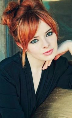 New hair color for pale skin redheads ideas Beautiful Redhead, Beautiful Eyes, Gorgeous Hair, Pretty Eyes, Amazing Eyes, Beautiful Women, Stunningly Beautiful, Beautiful Pictures, Bun Hairstyles