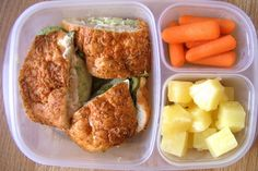Waste free school lunches are a perfect way to introduce your children to the concept of green living because kids can see for themselves that disposable lunches create a lot of garbage. Garbage i… Lunch Box Bento, Easy Lunch Boxes, Lunch Snacks, Lunch Ideas, Kid Snacks, Whats For Lunch, Lunch To Go, Lunch Time, Prepped Lunches