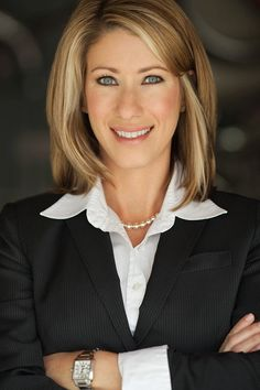 best executive headshots - Google Search Business Portrait, Business Headshots, Corporate Headshots, Professional Headshots Women, Professional Wear, Headshot Poses, Headshot Ideas, Corporate Photography, Photography Business