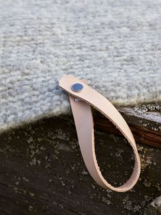 Strikke enkelt sitteunderlag i tovet ull - Søstrene Miljeteig Summer Knitting, Cuff Bracelets, Projects To Try, Jewelry, Diy, Fashion, Threading, Moda, Jewlery