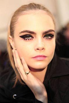 Risultati immagini per dots eyeliner
