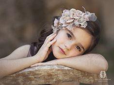 tocado de comunion fanfan et poupi - Little Girl Photography, Cute Kids Photography, Portrait Photography, Little Girl Photos, Girl Pictures, Foto Newborn, Outdoor Family Photos, Studio Poses, Perspective Photography