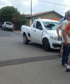 Colisão entre carro e bicicleta deixa homem ferido na Vila Jardim -     A Polícia Militar registrou na tarde desta sexta-feira, dia 11, um acidente envolvendo uma bicicleta e automóvel. A ocorrência foi registrada na rua Antônio Amando de Barros, em frente à Unidade de Saúde da Vila Jardim.  Segundo informações, o ciclista teria invadido a preferencial  - http://acontecebotucatu.com.br/policia/colisao-entre-carro-e-bicicleta-deixa-homem-ferido-na-vila-jar