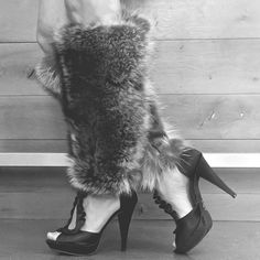 Where to get sustainable and ethical fur? These fur leg-warmers are made from roadkill. By Petite Mort Fur Eco Clothing, Ethical Clothing, Ethical Fashion, Fast Fashion, Fashion Show, Fair Trade Fashion, Fall Dresses, Sustainable Fashion, My Style