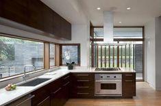 Minimál fa konyha - konyha / étkező ötlet, modern stílusban
