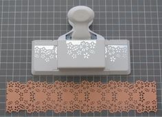 Tutorial: Paper strip measurements to create paper chains from Martha Stewart boarder punches. Card Making Tips, Card Making Tutorials, Card Making Techniques, Paper Punch Art, Punch Art Cards, Scrapbook Paper Crafts, Scrapbook Cards, Martha Stewart Punches, Martha Stewart Crafts