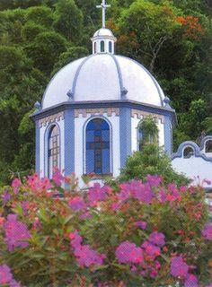 A church along the Ruta de Flores path in San Salvador...