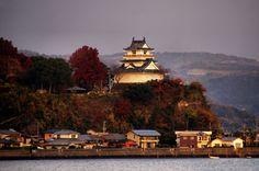 Kitsuki Castle looks down on Kitsuki town.