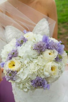 white and lavender brides bouquet. Garden roses, hydrangea, sweet pea and scabiosa. KP Event design in Kansas City