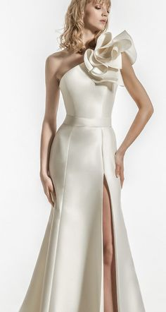 Featured Wedding Dress: Jillian; www.jillian.it; Wedding dress idea.