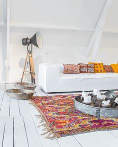 Adding a chic Moroccan rug to your space gives your interior a total other vibe. Amsterdam meets Marrakech ♡ www.elramlahamra.nl