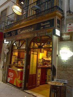 Bar El Comercio - C/ Lineros 9 - Mesas de forja, mármol y azulejos en un café de 1904 donde tomar chocolate con churros