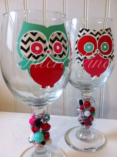 Hey, I found this really awesome Etsy listing at https://www.etsy.com/listing/166072882/matching-pair-of-owl-wine-glasses