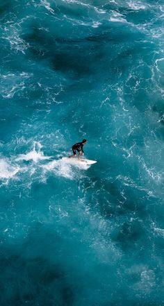 Surfing holidays is a surfing vlog with instructional surf videos, fails and big waves Beach Aesthetic, Summer Aesthetic, Surfing Pictures, Polaroid, Kitesurfing, Drone Photography, Beach Photos, Strand, Cool Pictures