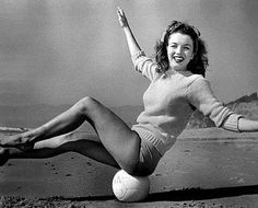 Andre De Dienes - Marilyn Monroe (Norma Jeane) - 1945 - on Malibu beach with Volley Ball - in a light green sweater and yellow shorts (b/w photo)