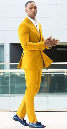 A color not as bright as yellow and not as dark as black-The Mustard Color. Here are 17 Dapper Ways to style Mustard Outfits this Season. Mode Masculine, Mens Fashion Suits, Mens Suits, Fashion Business, African Dresses Men, Yellow Suit, Bespoke Suit, Fashion Mode, Fashion Shoes