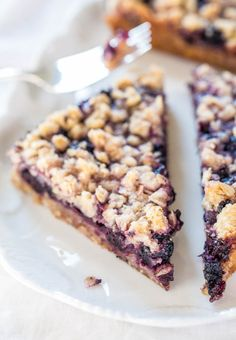 Blueberry Oatmeal Crumble Bars - Fast, easy, no-mixer bars great for breakfast, snacks, or a healthy dessert! BIG crumbles and juicy berries are irresistible!!