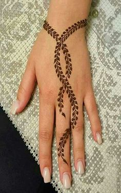Nowadays there are many occasions on which we can use Easy Mehndi Designs. There are many Simple or Easy Mehndi Designs For Beginners that you can try. Henna Tattoo Designs Simple, Mehndi Designs For Beginners, Unique Mehndi Designs, Mehndi Simple, Henna Designs Easy, Mehndi Designs For Fingers, Beautiful Henna Designs, Latest Mehndi Designs, Simple Hand Henna