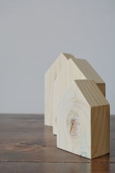Easy 2x4 DIY Nesting Houses | Make your own nesting houses with this quick tutorial from Bitterroot DIY #modernfarmhouse #farmhousestyle #diyhomedecor #diyhome #beginnerwoodworking #scrapworklove #scrapwoodproject #nestinghouses #scrapwood