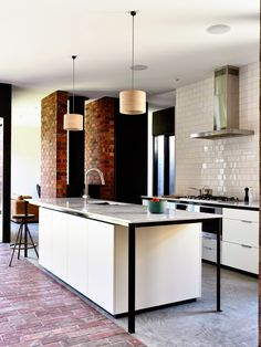 COCOCOZY: WARM MODERN HOME DESIGN - WOLVERIDGE ARCHITECTS
