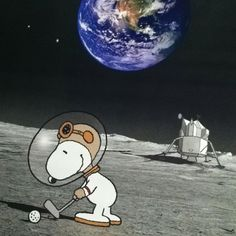 Snoopy golfing on the moon / One the the few places such a famous character can travel to and not be SNOOPED on / Nah even here he was captured by a CCTV camera left by the Chinese on the last trip to the moons surface ‼️ Charlie Brown Y Snoopy, Snoopy Love, Snoopy And Woodstock, Snoopy Cartoon, Peanuts Cartoon, Peanuts Snoopy, Flying Ace, Snoopy Quotes, Joe Cool