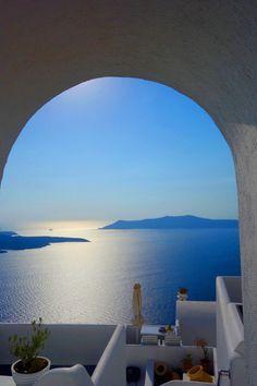 Travel blog to Santorini on the Greek Islands. www.annetteobrienmakeup.com
