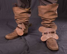 17th Century Clothing, Thirty Years' War, Classical Period, Fancy Shoes, Italian Shoes, Renaissance Fair, Bearpaw Boots, Fashion Boots, Gladiator Sandals