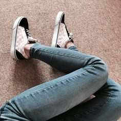 Outfits With Vans – Lady Dress Designs Vans Sneakers, Vans Shoes, Buy Shoes, Me Too Shoes, Sock Shoes, Shoe Boots, Vans Girls, Surf Girls, Girls Football Boots