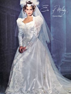 Cindy Crawford in White Beautiful Wedding Gowns, Beautiful Dresses, Wedding Dress Sleeves, Wedding Dresses, Perfect Bride, Types Of Dresses, Vintage Bridal, Bridal Style, Evening Gowns