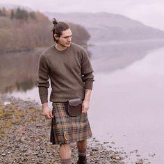 I don't mind the man bun so much! Celtic, Scottish Clothing, Moda Formal, Scottish Man, Utility Kilt, Men In Kilts, Kilt Men, Man Skirt, Good Looking Men