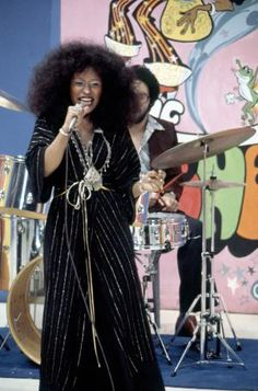 Ten Times Chaka Khan Proved She Is Music Royalty The Incredibles Halloween Costume, Top Halloween Costumes, Pretty Halloween, Baby Halloween, Chaka Khan, Sunday Outfits, Vintage Black Glamour, My Black Is Beautiful, Female Singers
