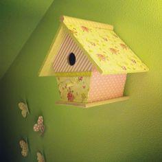 Casita para pájaros de la habitación de las niñas. DIY