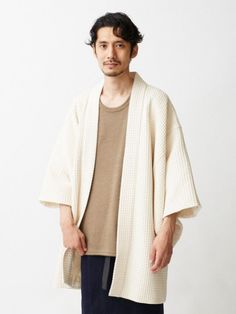 The newly released fall clothing line from Tokyo-based clothing store, Trove, allows you to channel your inner samurai with chic and contemporary style. Although the color palette is subdued in wintry Men Fashion Photo, Slow Fashion, Mens Fashion, Mode Kimono, Kimono Jacket, Style Asiatique, Japanese Costume, Japan Fashion, Kimono Fashion