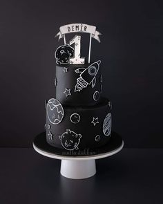 Hand painted space doodle Hand painted space doodle the the in Pretty Cakes, Cute Cakes, Beautiful Cakes, Amazing Cakes, Bolo Tumblr, Doodle Cake, 2nd Birthday Party Themes, Birthday Cale, Boy Birthday Parties