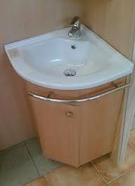 Výsledek obrázku pro rohová skřínka na wc pod umyvadlo